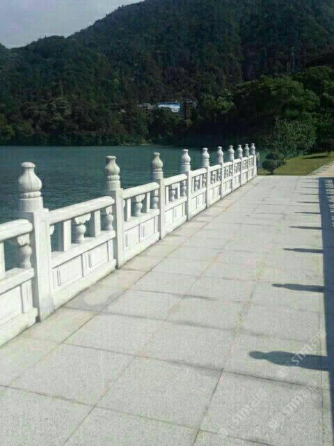 石材供应  花岗岩芝麻白芝麻灰.石雕栏杆.河道栏杆.